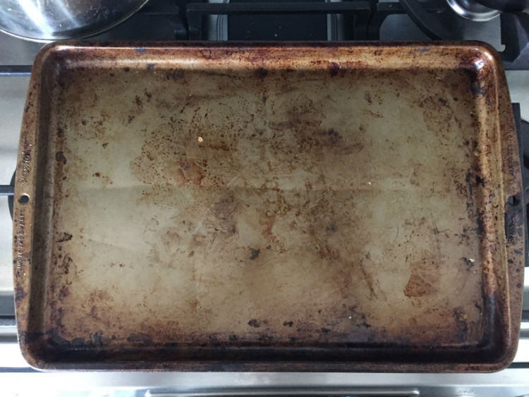 How To Clean Dirty Baking Pan Efficiently And Natural